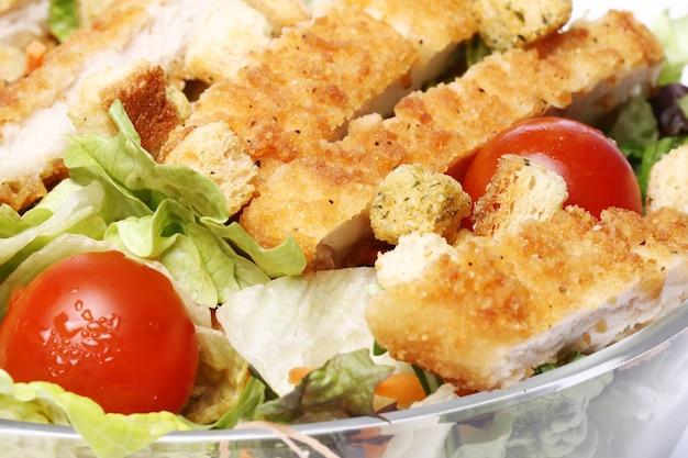 チキンと野菜のヘルシーサラダ