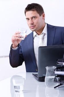Бизнесмен в своем кабинете