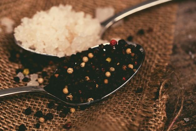 Морская соль и перец