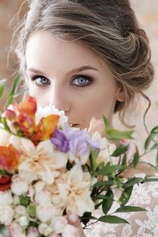 彼女のウェディングドレスで彼女のウェディングドレスの花嫁