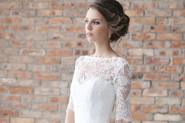 彼女のウェディングドレスの花嫁
