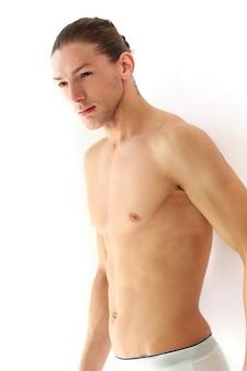 Красавец без рубашки