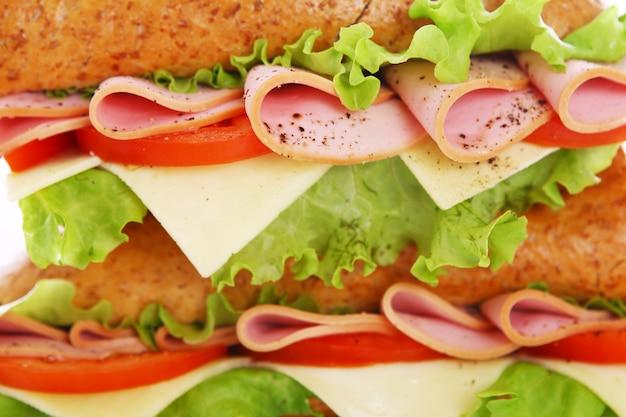 新鮮なサンドイッチのクローズアップ