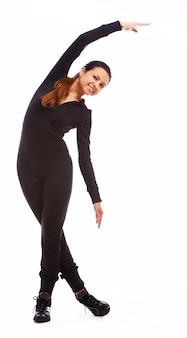 フィットネス運動をしている美しい女性