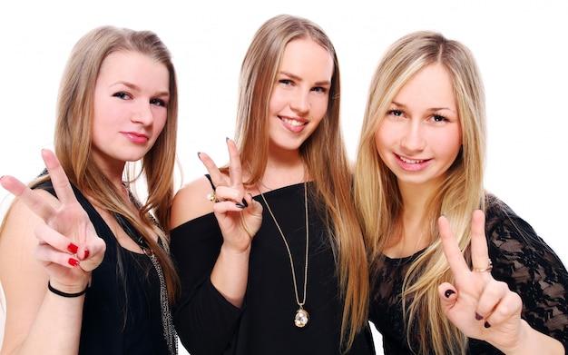 若いガールフレンドのグループ