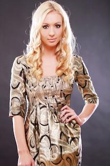Молодая и красивая женщина