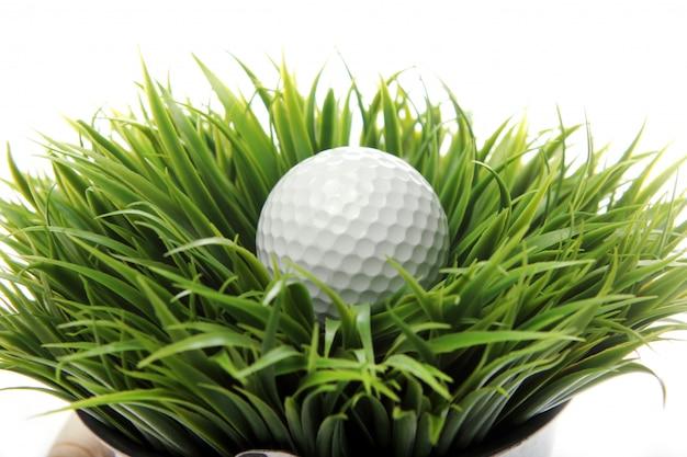 草のゴルフボール