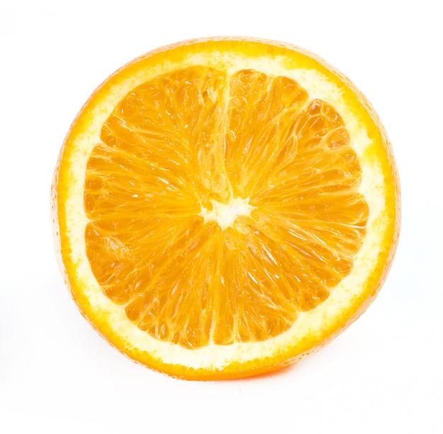 Вкусный апельсин на белом