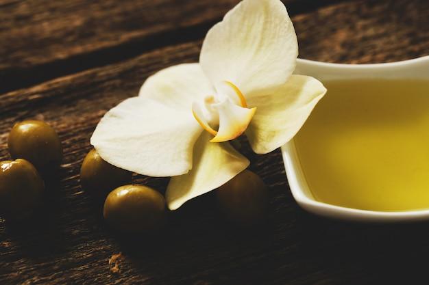 Оливковое масло с цветами
