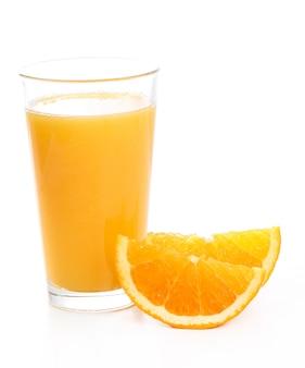 Вкусный стакан апельсинового сока