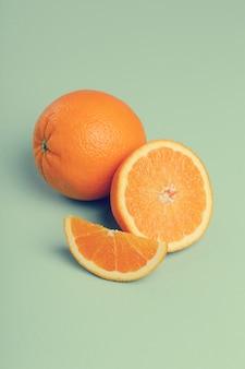Оранжевый на белом