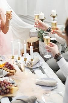 Тост с шампанским