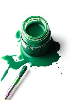 緑色の塗料
