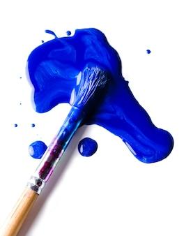 青いペンキ