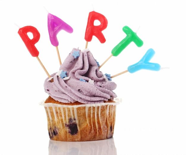 後者のカラフルな誕生日カップケーキ
