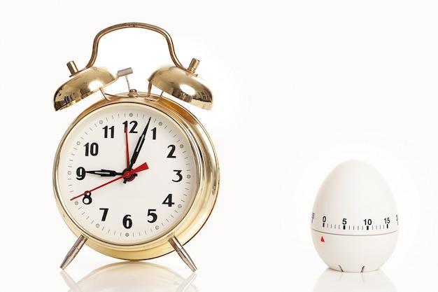 目覚まし時計とキッチンタイマー