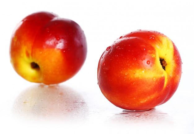 Свежие и влажные плоды никтарина