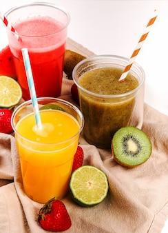 健康的な果物のスムージー
