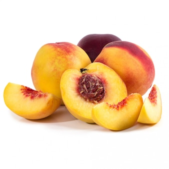 Персик на столе