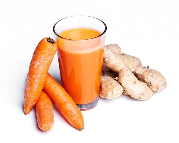 Морковный сок с корнем имбиря