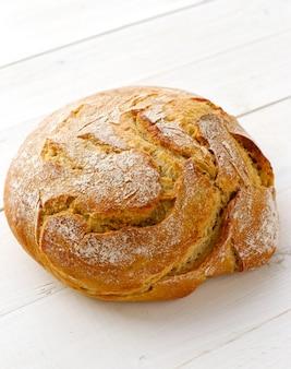 Хлеб на белом