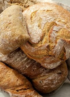 布の上のパン