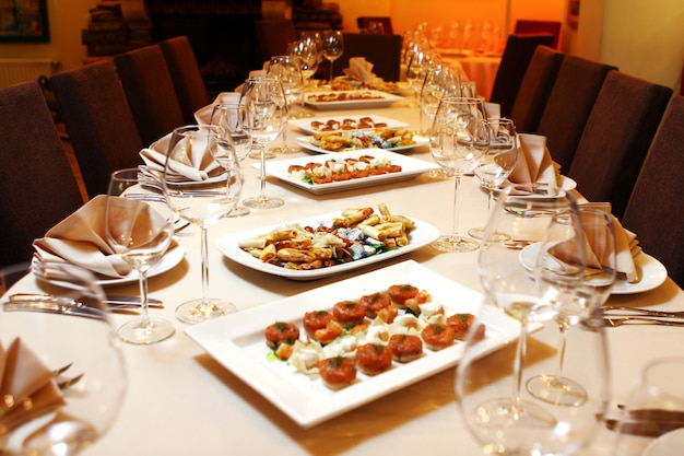 スナック付きの宴会テーブル