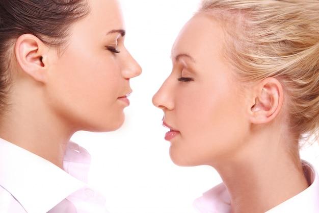 二人の美しい女の子