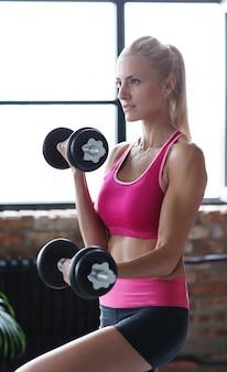 Фитнес женщина тренировки