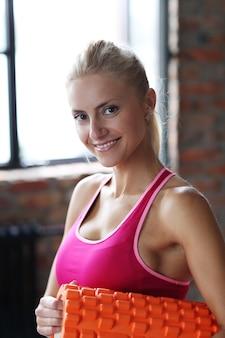 フィットネス女性トレーニング