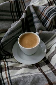 朝はベッドで朝食をコーヒー