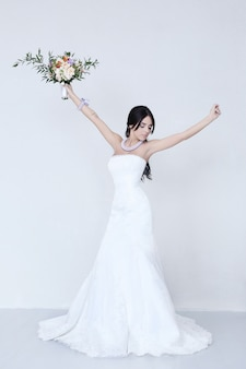 白いドレスの美しい花嫁