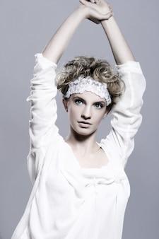 Портрет молодой и красивой женщины