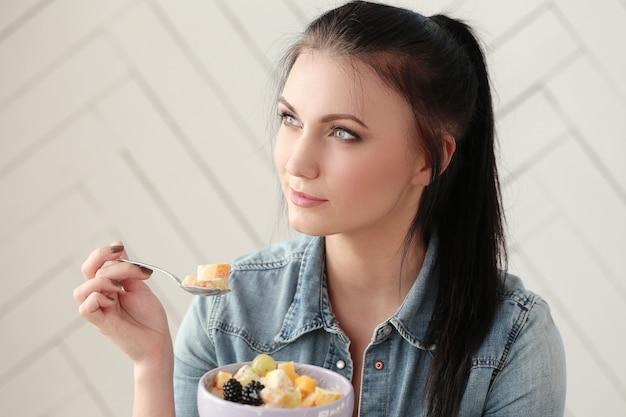 Женщины с ее завтраком