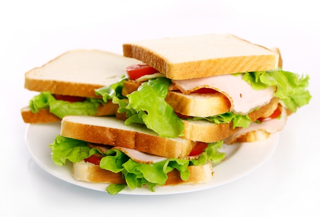Вкусные бутерброды на тарелке