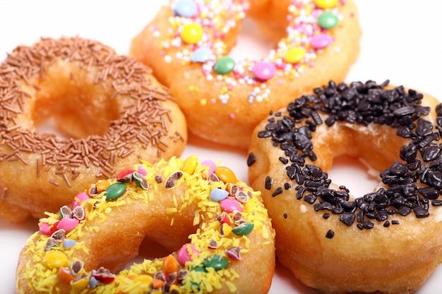 Вкусные красочные пончики