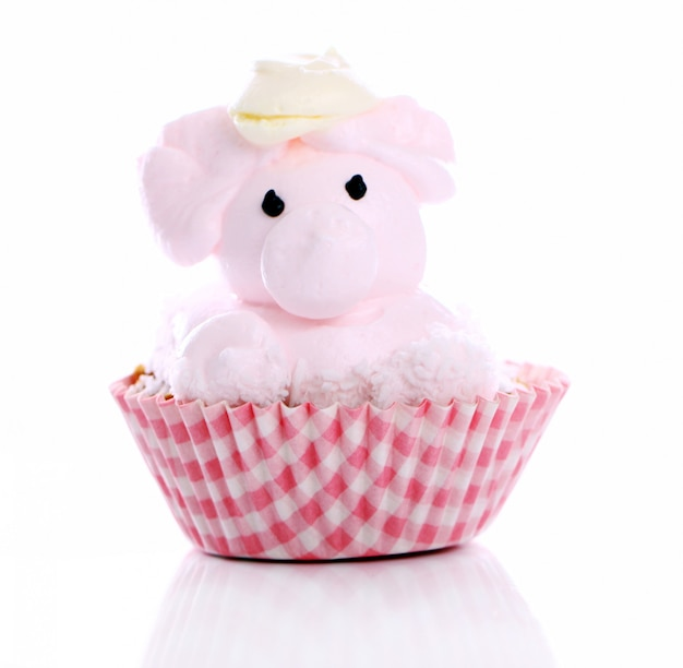 Свежий и вкусный торт в виде свиньи