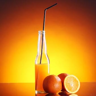 Свежий апельсиновый напиток