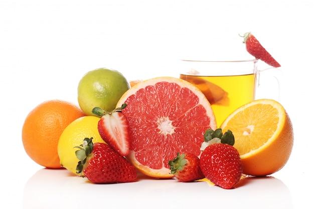 新鮮な果物とお茶