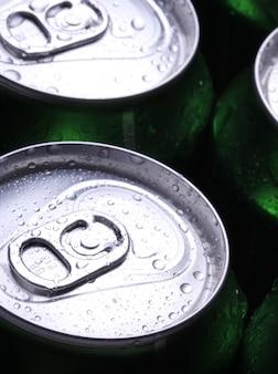 冷たい飲み物の缶