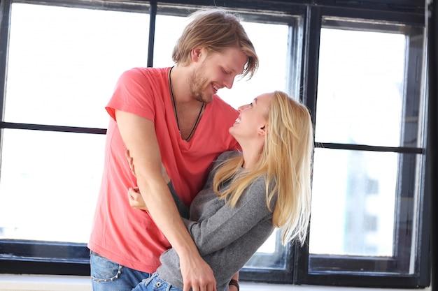 Красивая влюбленная пара