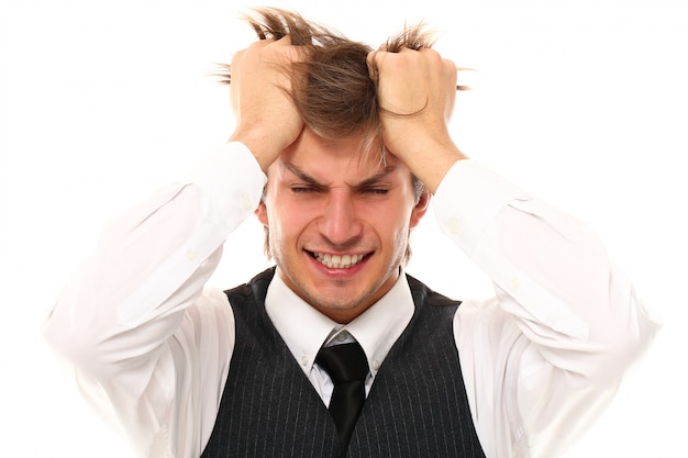 強い片頭痛を持つ若い男の肖像