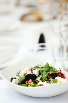 宴会で美味しいサラダ