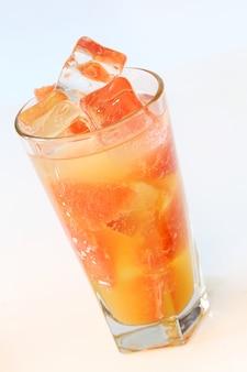 冷たいグレープフルーツジュース