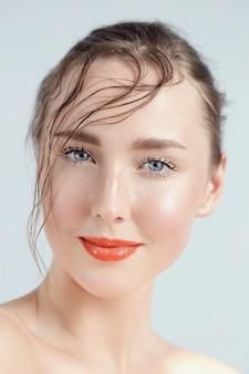 美しい女性の肖像画