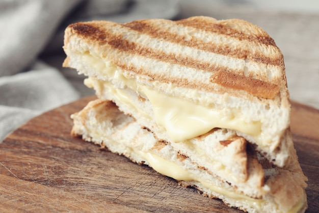Бутерброд с запеченным сыром