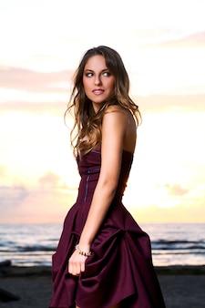ドレスを着た美しい少女