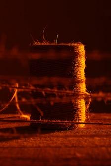 木製のテーブルの牛糸