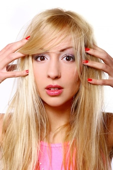 Портрет блондинка на белом