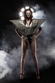 スタイリッシュなヘビのイメージのファッションモデル